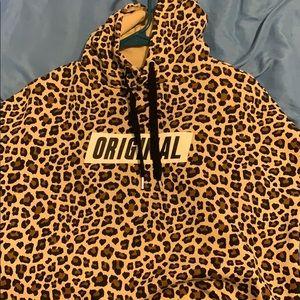 Origami cheetah print crop top hoodie! 🤎